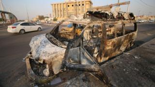 محتجون أشعلوا النيران في سيارات وفي مبان حكومية