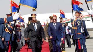 الرئيس المصري، عبد الفتاح السيسي، يستقبل نظيره السوداني، حسن البشير