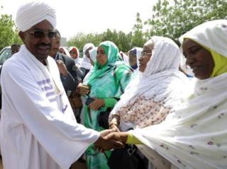 Bashir yatanguye gutwara mu 1989 ahiritse ubutegetsi