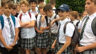 школьники в юбках
