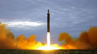 Kuzey Kore'nin 29 Ağustos'ta fırlattığını öne sürdüğü Hwasong-12 balistik füzesi.