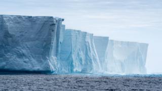 Антарктические льды тают всё быстрее