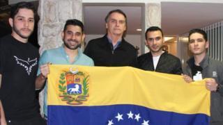 Bolsonaro com membros do Rumbo Libertad