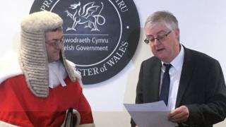 Mark Drakeford a Mr Ustus Lewis