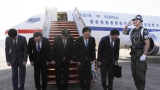 정의용 청와대 국가안보실장을 단장으로 한 대북 특사대표단이 5일 평앙으로 떠났다