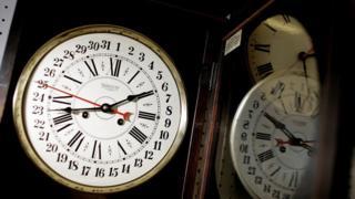 Clock wey round