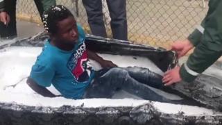 لحظة كشف أغرب عملية تهريب لمهاجرين
