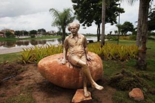 Estátua de Albert Einstein em Sobral
