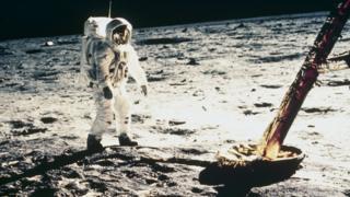 Astronaut Baz Oldrin šeta po Mesecu 1969.
