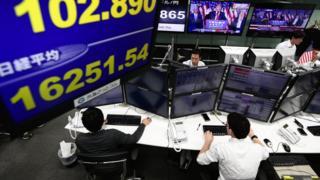 Работники брокерской фирмы в Японии