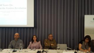 از چپ به راست: کامران متین، ولنتین مقدم، تورج اتابکی (سخنرانان) و سوی آداک (مجری مراسم)