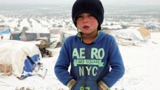 سازمان ملل میگوید به علت تکمیل شدن ظرفیت ارودگاهها کودکان خردسال در سرمای سخت در فضای باز میخوابند
