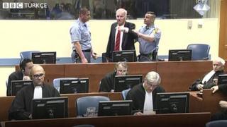 Ratko Mladiç mahkeme salonundan çıkarıldı