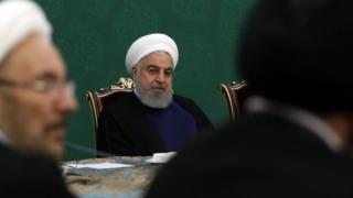 """حسن روحانی میگوید آمریکا با تشدید تحریمها یک """"جنگ اقتصادی"""" علیه کشورش به راه انداخته است"""