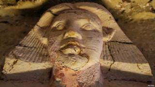 ਇਹ ਕਿਸੇ ਉੱਘੇ ਧਰਮ ਗੁਰੂ ਦੀ ਕਬਰ ਮੰਨੀ ਜਾ ਰਹੀ ਹੈ ਜੋ ਕਿ 4400 ਸਾਲਾਂ ਤੋਂ ਦੇਖੀ ਨਹੀਂ ਗਈ ਸੀ