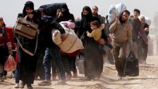 غیرنظامیان از مسیر مشخص شده به وسیله دولت از حموریه خارج شدند