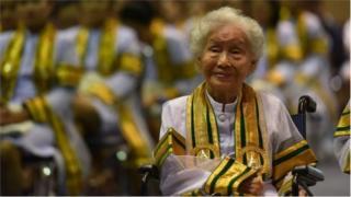 স্নাতক ডিগ্রি অর্জন করা থাই নানী