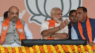भाजपचे राष्ट्रीय अध्यक्ष अमित शहा, पंतप्रधान नरेंद्र मोदी आणि मुख्यमंत्री विजय रुपाणी