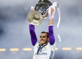 Gareth Bale with the trophy