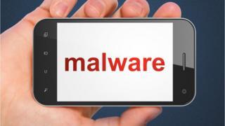 """Un teléfono con la palabra """"malware"""" en la pantalla"""