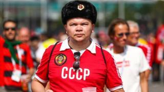 болельщик в футболке СССР