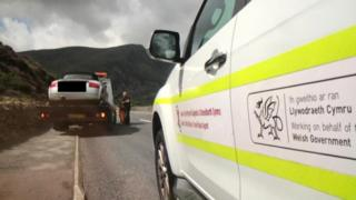 , Vehicles towed at Snowdonia beauty spot for parking 'dangerously'