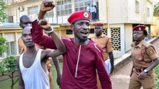 Bobi Wine akielekea gerezani Luzira Aprili 29 baada ya kukamatwana polisi siku mbili baada ya kutoka katika kizuizi cha nyumbani