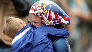 Kristin Armstrong junto a su hijo Lucas