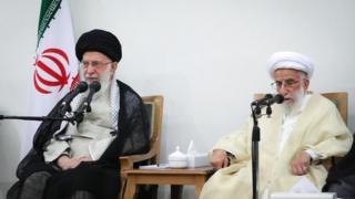 احمد جنتی دبیر شورای نگهبان و آیت الله علی خامنهای رهبر جمهور اسلامی ایران