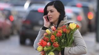 Жінка з квітами