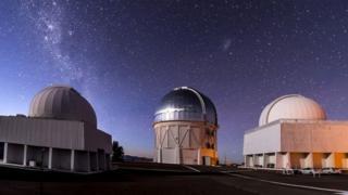 กล้องโทรทรรศน์วิกเตอร์ เอ็ม. บลังโกที่ประเทศชิลี ซึ่งใช้จัดทำแผนที่สสารมืดในครั้งนี้