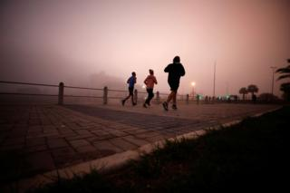in_pictures Joggers in the mist