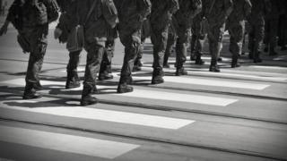 Soldados en una calle de Cracovia