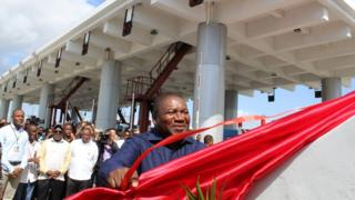 Mozambique President Filipe Nyusi opens the bridge - 10 November
