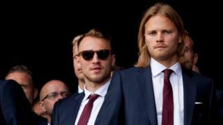 Сборную Исландии по футболу встречают дома как героев