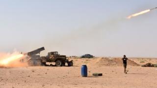 قاذفة صواريخ تقصف محيط مدينة دير الزور