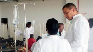 Dokter di pusat kolera