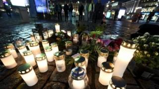 Свечи на месте нападения в Финляндии