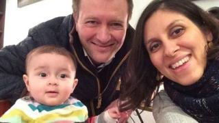 Nazanin Zaghari-Ratcliffe junto a su familia.