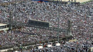 Huge crowd at the Jamarat bridge in 2006
