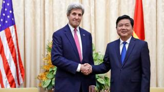 Bí thư Thành ủy TPHCM Đinh La Thăng tiếp ngoại trưởng Mỹ John Kerry hôm 13/1