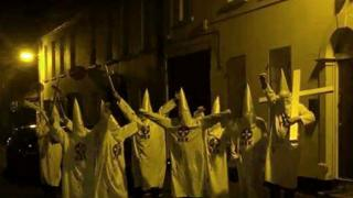 PEOPLE DRESSED AS KKK MEMBERS POSE a fewdoor from islamic centre