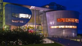 El edificio Gläserne Manufaktur