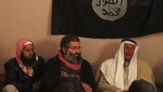 محمد حيدر زمار يتوسط اجتماع تنظيم الدولة مع زعماء قبائل سورية، بحسب تقارير غير مؤكدة