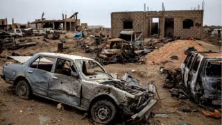 Escombros após ataque curdo contra Baghouz