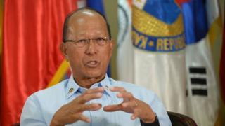 菲律宾国防部长德芬·洛伦扎纳(Delfin Lorenzana)2月7日接受法新社访问