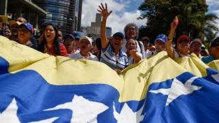 En las últimas semanas, la oposición en Venezuela ha vuelto a salir masivamente a protestar a la calle.
