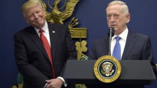 Дональд Трамп с министром обороны США Джеймсом Мэттисом