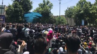 تجمع ۲۳ اردیبهش دانشگاه تهران از مقابل پردیس دانشکده هنرهای زیبای دانشگاه تهران آغاز شد