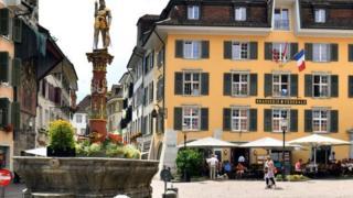 """ما سر """"تقديس"""" بلدة سويسرية للرقم 11؟"""